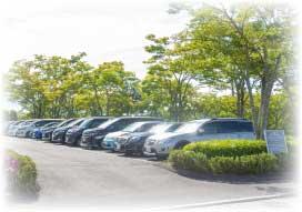 サロンに備えられた駐車場